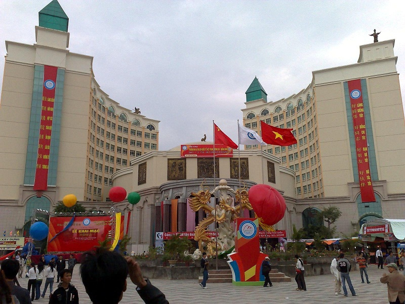 dong-hung-trung-quốc-azbooking
